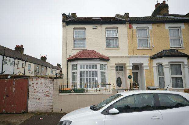 4 Bedrooms Terraced House for sale in St Olaves Road, East Ham, E6