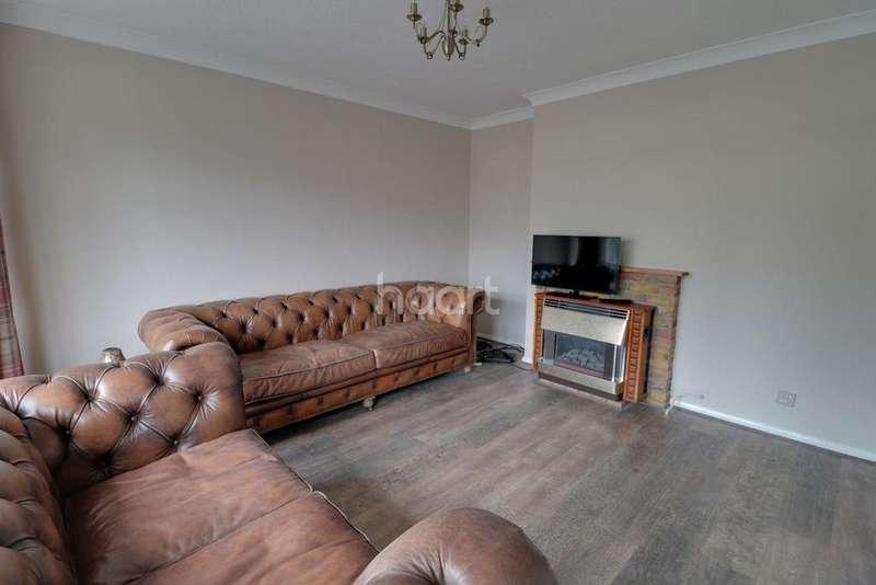 2 Bedrooms Maisonette Flat for sale in Birchett Road, Farnborough