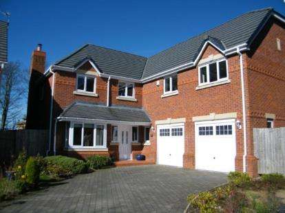 5 Bedrooms Detached House for sale in Spinney Close, Whittle-Le-Woods, Chorley, Lancashire, PR6