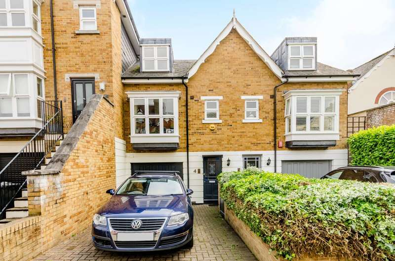 3 Bedrooms House for sale in St James Court, Brooks Road, Gunnersbury, W4
