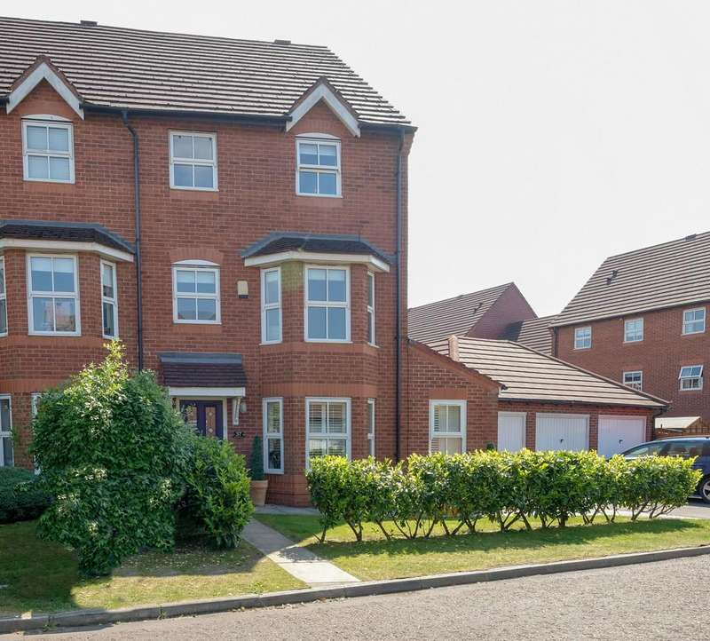 3 Bedrooms Semi Detached House for sale in Lady Acre Close, Lymm