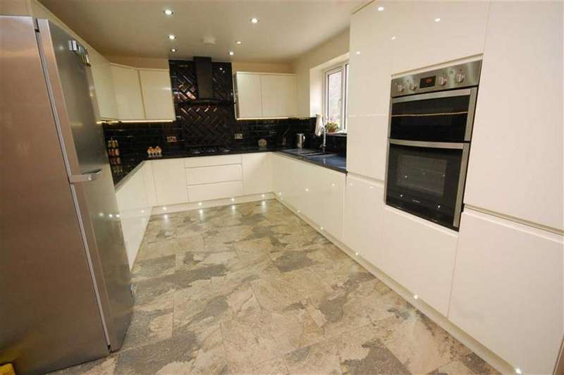4 Bedrooms Detached House for sale in Whitley Road, Thornhill, Dewsbury, WF12