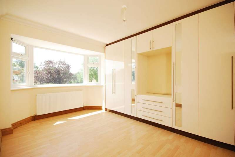 5 Bedrooms Detached House for sale in Whitton Dene, Hounslow, TW3
