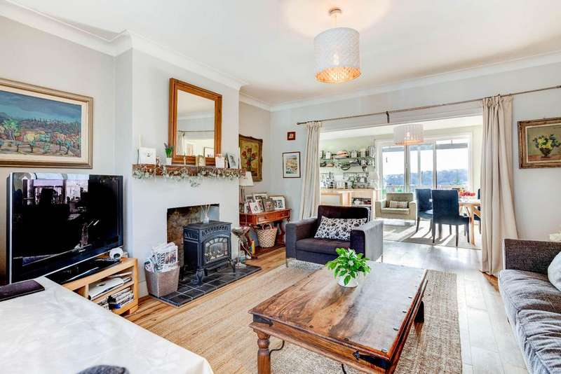 5 Bedrooms Detached House for sale in Surrenden Crescent, Brighton