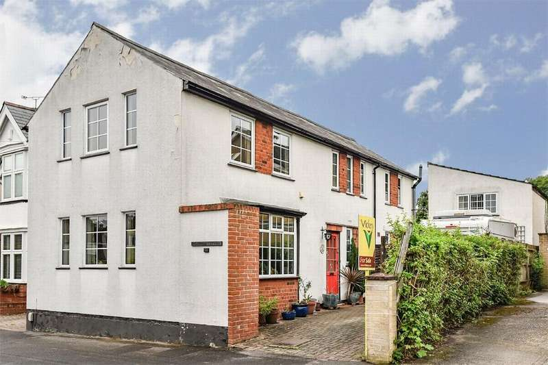 3 Bedrooms Detached House for sale in Cambridge Road West, Farnborough, Hampshire