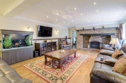 4 Bedrooms Detached House for sale in Crane Way, Cranfield, Bedford, Bedfordshire