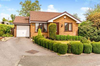2 Bedrooms Bungalow for sale in Lynwood Close, Ashton-Under-Lyne, Greater Manchester, United Kingdom