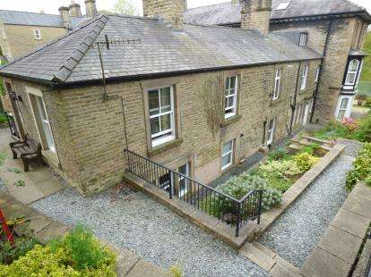 2 Bedrooms Semi Detached House for sale in Broad Walk, Buxton, Derbyshire