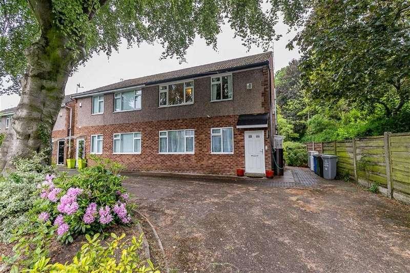 2 Bedrooms Flat for sale in Clarendon Road, Sale