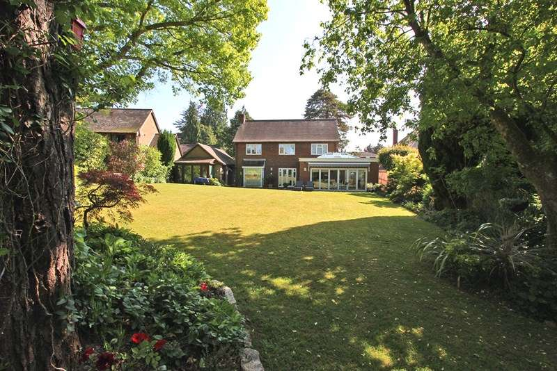 3 Bedrooms Detached House for sale in The Rise, Brockenhurst