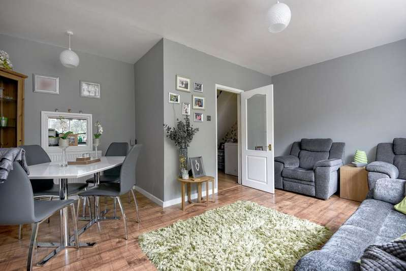 3 Bedrooms Terraced House for sale in Congleton Grove London SE18