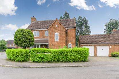 4 Bedrooms Detached House for sale in Freemantle Court, Eaton Socon, St. Neots, Cambridgeshire