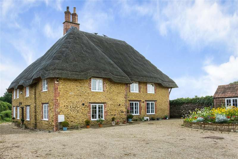 5 Bedrooms Detached House for sale in Sandy Lane, Chippenham, Wiltshire, SN15
