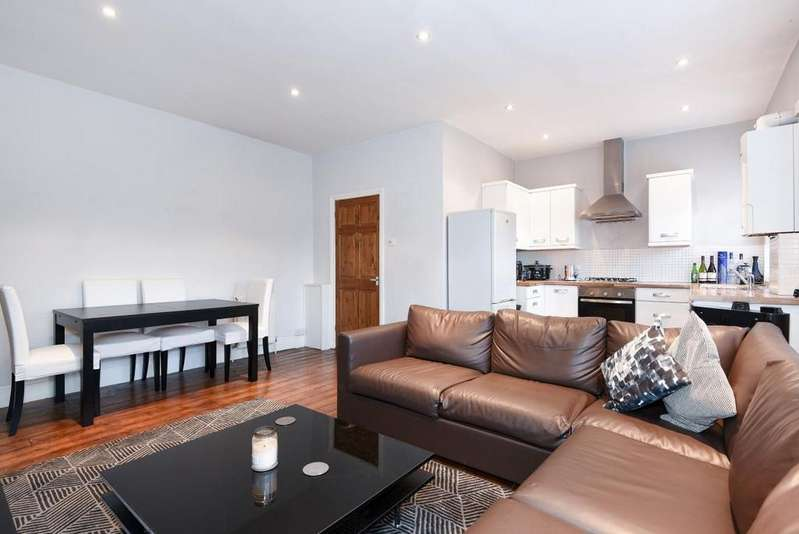 2 Bedrooms Flat for sale in Frog Hall Drive, Wokingham, RG40