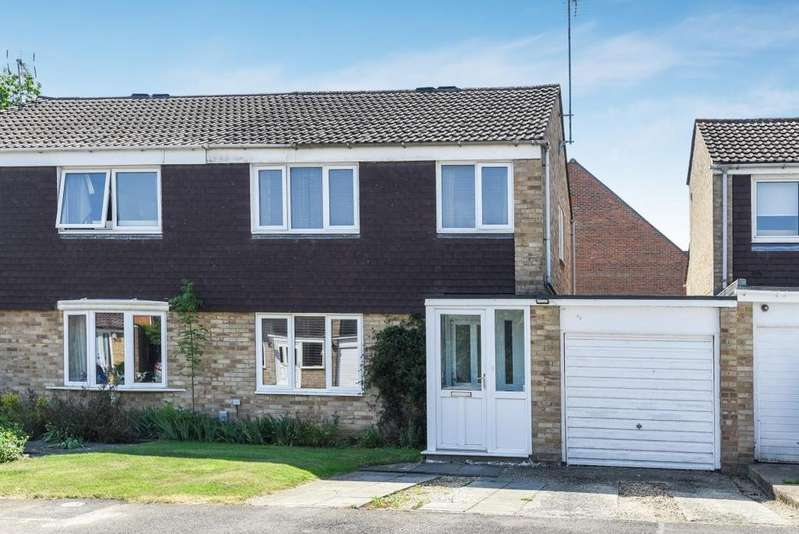 3 Bedrooms Semi Detached House for sale in Whaley Road, Wokingham, RG40