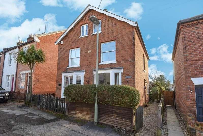 4 Bedrooms Semi Detached House for sale in Mount Pleasant, Wokingham, RG41