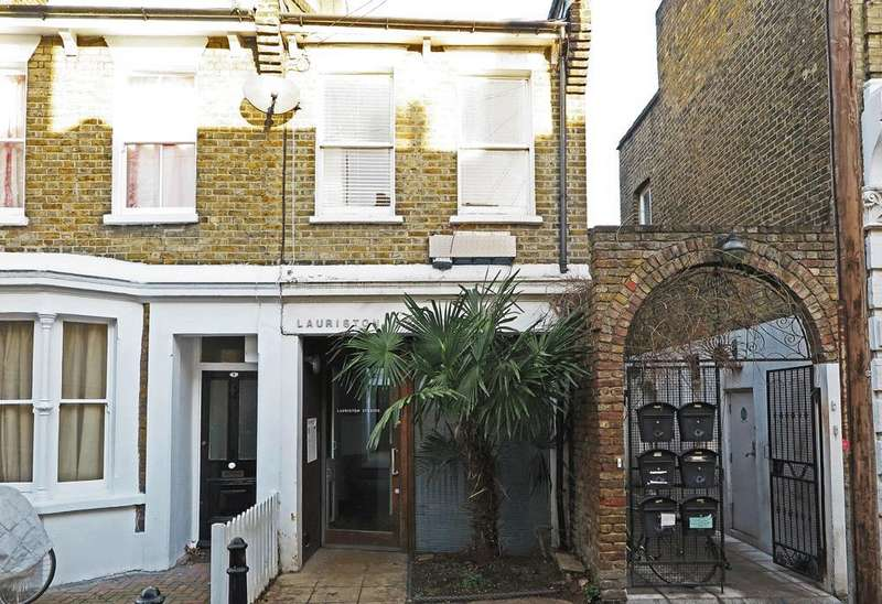 2 Bedrooms Flat for sale in Connor Street, Victoria Park