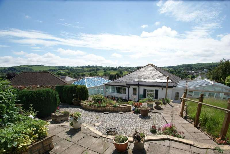 3 Bedrooms Detached Bungalow for sale in Torquay Road | Kingskerswell | Newton Abbot