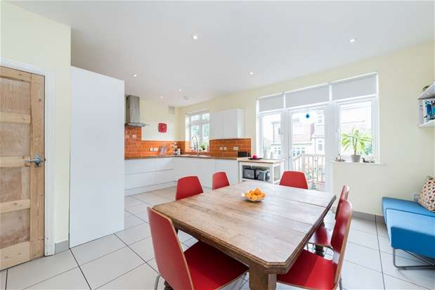 4 Bedrooms Semi Detached House for sale in Cambrian Close, West Norwood