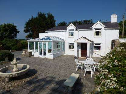 3 Bedrooms Detached House for sale in Moel Y Don, Llanedwen, Llanfairpwll, Anglesey, LL61
