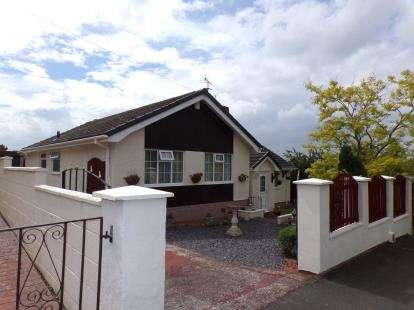 3 Bedrooms Bungalow for sale in Ffordd Gwilym, Prestatyn, Denbighshire, LL19