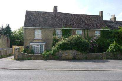 5 Bedrooms Semi Detached House for sale in High Street, Great Paxton, St. Neots, Cambridgeshire