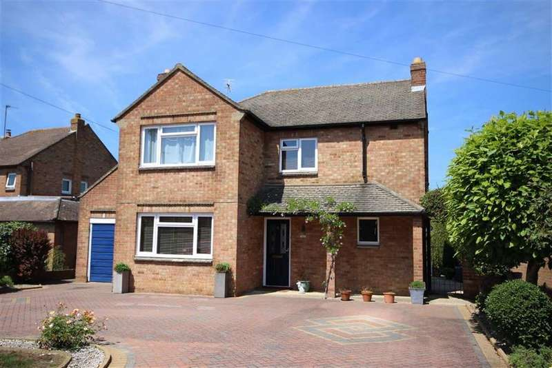 3 Bedrooms Detached House for sale in Chosen Drive, Churchdown, Gloucester, GL3