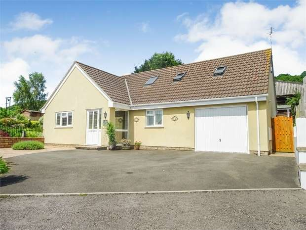 4 Bedrooms Detached Bungalow for sale in Sprigg Drive, Weston-in-Gordano, Bristol, Somerset