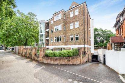 2 Bedrooms Flat for sale in 18 Hermon Hill, London
