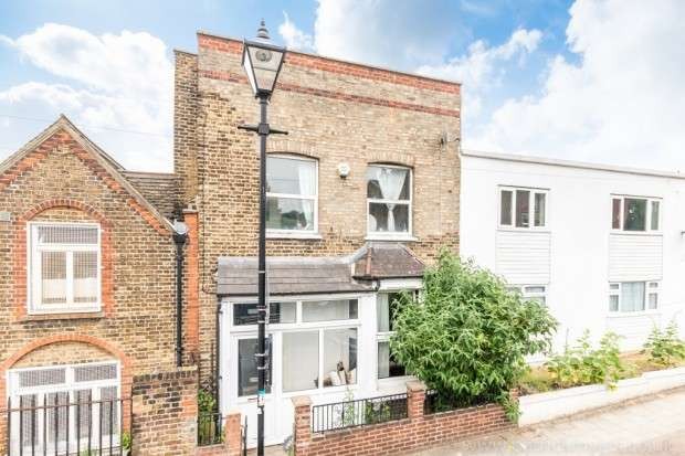 5 Bedrooms Terraced House for sale in Hollydale Road, Nunhead, SE15