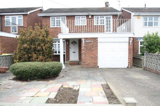 4 Bedrooms Detached House for sale in Eastwood, Leigh-on-sea SS9