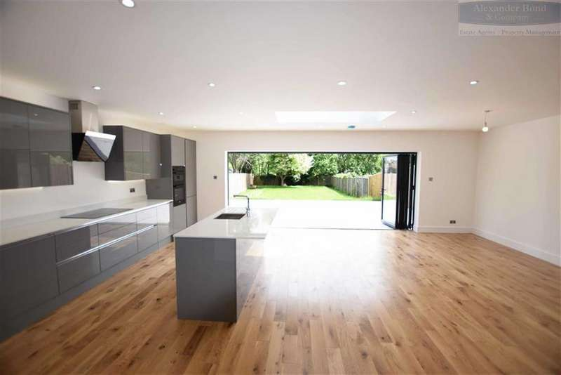 4 Bedrooms Detached House for sale in Pondcroft Road, Knebworth, Herts, SG3