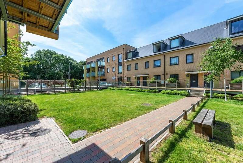 1 Bedroom Ground Flat for sale in Scenix House, South Woodford