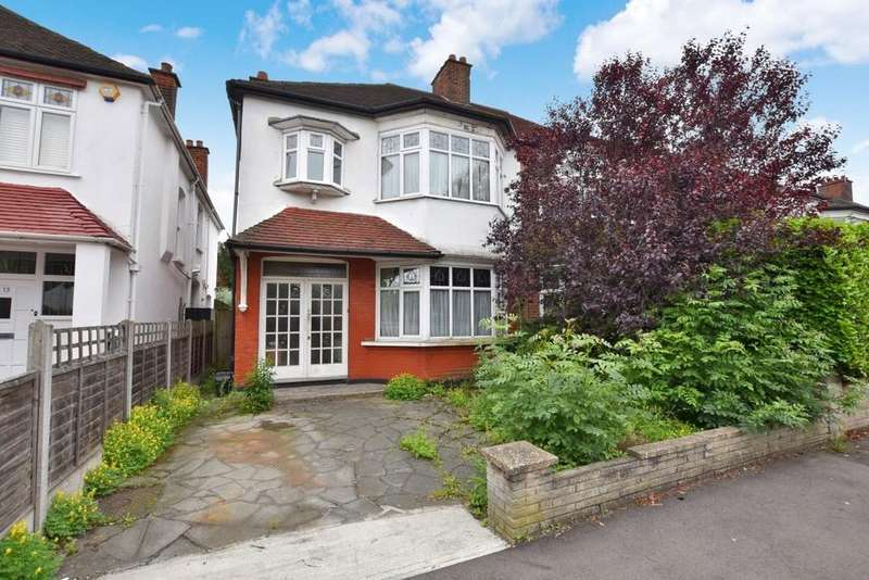 4 Bedrooms Semi Detached House for sale in Langley Drive, Wanstead