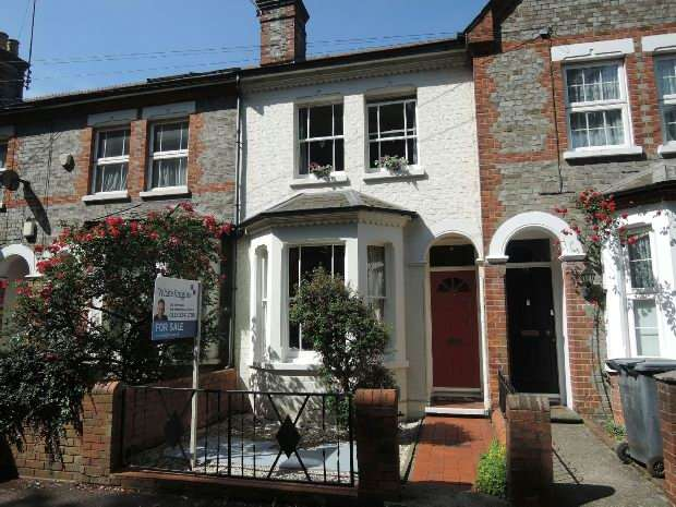 3 Bedrooms Terraced House for sale in St Bartholomews Road, Reading