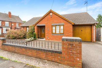 2 Bedrooms Bungalow for sale in Wrights Lane, Cradley Heath, West Midlands