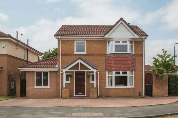 4 Bedrooms Detached House for sale in Barlow Road, Alrincham