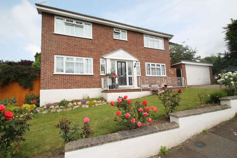4 Bedrooms Detached House for sale in Burrows Way, Rayleigh, Essex