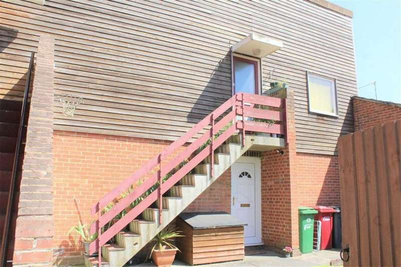 1 Bedroom Apartment Flat for sale in Rochford Gardens, Slough, Berkshire