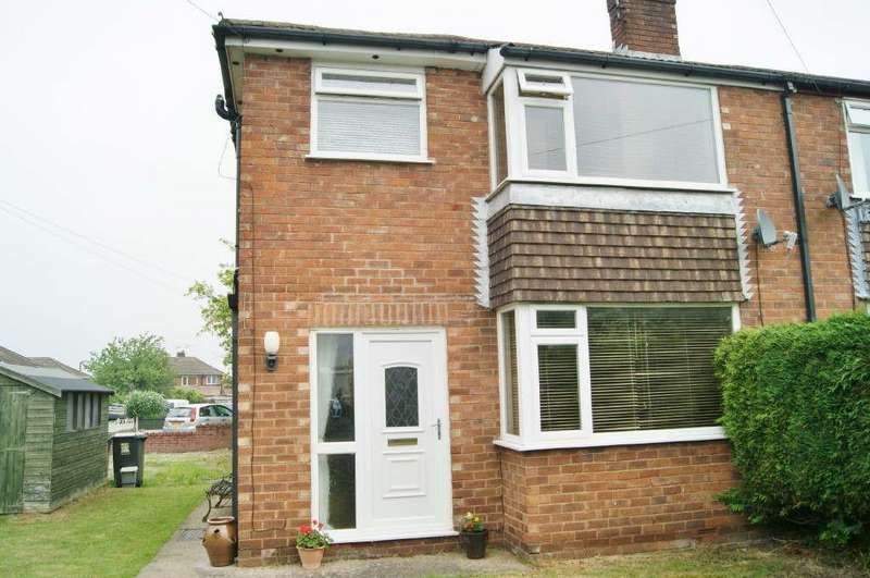 3 Bedrooms Semi Detached House for sale in St. Davids Crescent, Llay