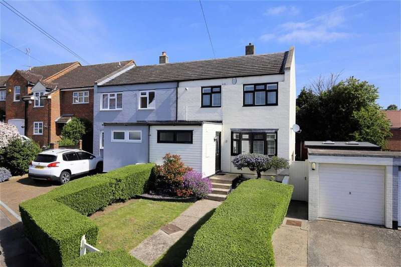3 Bedrooms Semi Detached House for sale in Bridge Hill, Epping