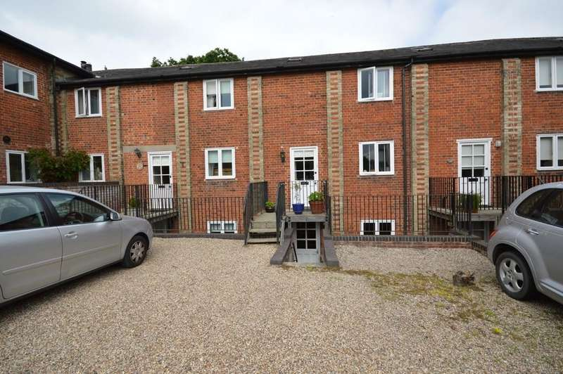 3 Bedrooms Terraced House for sale in Maltings Close, Bures