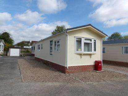 2 Bedrooms Bungalow for sale in Stone Valley Court, Waddington, Lincoln, Lincolnshire