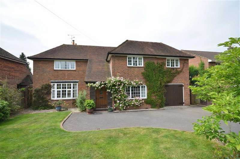 4 Bedrooms Detached House for sale in Menin Way, Farnham