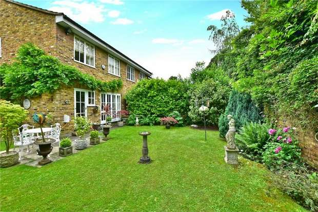 4 Bedrooms End Of Terrace House for sale in Holmsdale Close, Iver, Buckinghamshire