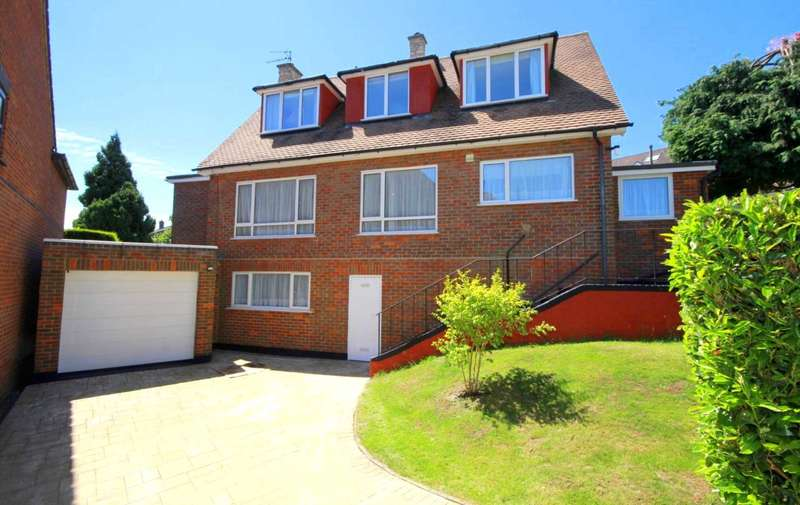 3 Bedrooms Detached House for sale in 3 or 4 BED DETACHED home with GARAGE and DRIVEWAY in BOXMOOR.
