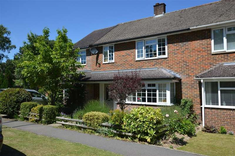 4 Bedrooms Semi Detached House for sale in Bannister Road, Burghfield Common, Reading, RG7