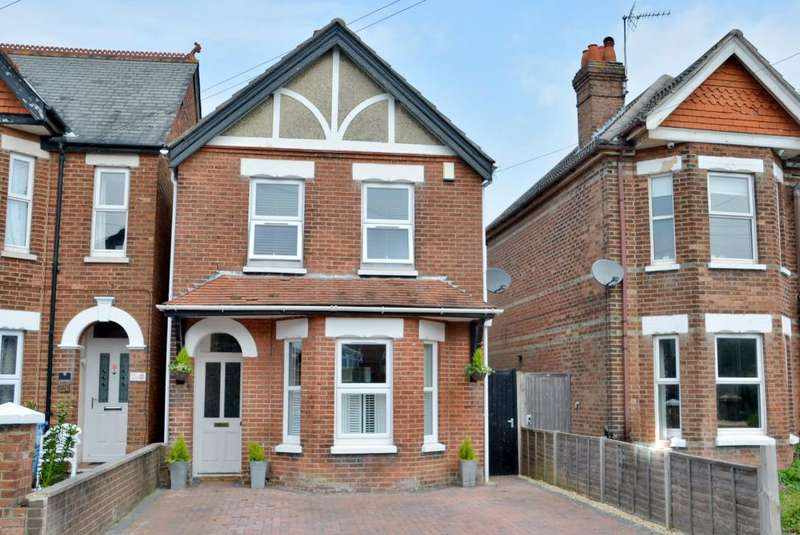 3 Bedrooms Detached House for sale in Jolliffe Road, Heckford Park, Poole, Dorset, BH15 2EY