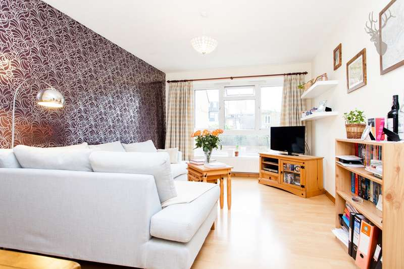 3 Bedrooms Flat for sale in Brierly Gardens, Bethnal Green, E2
