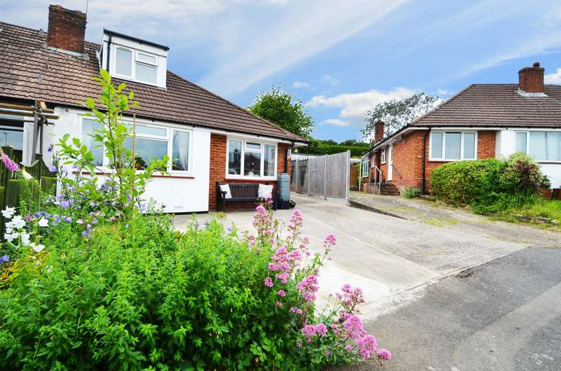3 Bedrooms Bungalow for sale in Woodlane Close, Flackwell Heath, High Wycombe, HP10